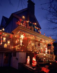 クリスマス飾りの家の写真素材 [FYI03957036]