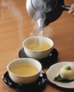 緑茶と饅頭の写真素材 [FYI03957379]