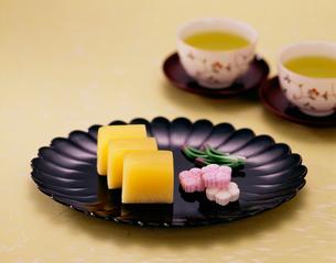 和菓子と日本茶の写真素材 [FYI03957445]