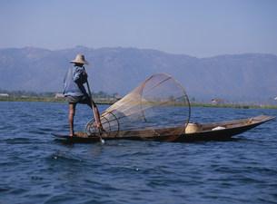 インダー族の漁師の写真素材 [FYI03957463]
