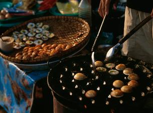 ミャンマー風たこ焼きの写真素材 [FYI03957469]