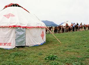 パオと乗馬 南山牧場の写真素材 [FYI03957531]