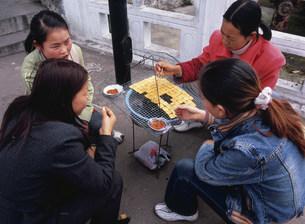 貴州名物と4人の人物の写真素材 [FYI03957559]