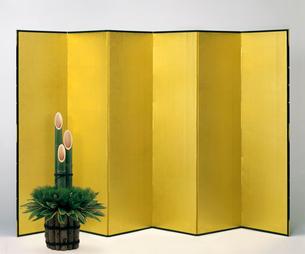 金屏風と門松の写真素材 [FYI03957608]