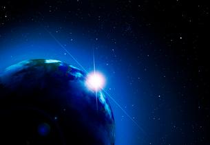 朝日が昇る地球の写真素材 [FYI03957749]