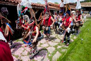 バラ祭りの民族舞踏 クッケリの写真素材 [FYI03957874]