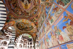 リラの僧院のフレスコ画 聖母誕生教会の写真素材 [FYI03957907]