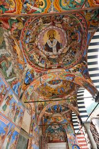 リラの僧院のフレスコ画 聖母誕生教会の写真素材 [FYI03957908]
