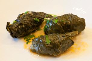 郷土料理 ドルマ 肉、ご飯の葡萄葉巻の写真素材 [FYI03958000]