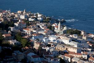 地中海と町並みの写真素材 [FYI03958137]