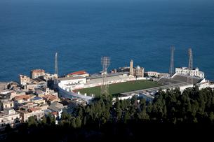 地中海とサッカー場の写真素材 [FYI03958140]