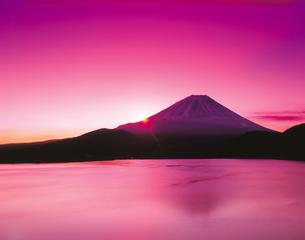朝日と富士山の写真素材 [FYI03958368]