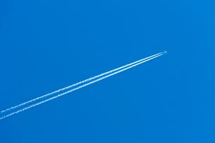 ジェット雲の写真素材 [FYI03958706]