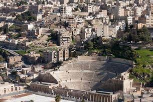 ローマ劇場と町並みの写真素材 [FYI03958720]