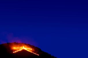 左大文字送り火の写真素材 [FYI03958896]