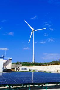 風力発電と太陽光発電の写真素材 [FYI03958961]