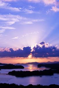 英虞湾と光芒の写真素材 [FYI03958991]