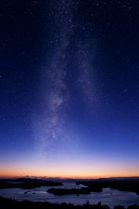 英虞湾と星空の写真素材 [FYI03958996]