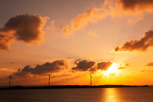 西平安名崎の夕日の写真素材 [FYI03959002]
