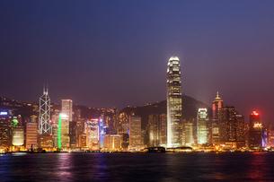 香港 ビクトリア湾夜景の写真素材 [FYI03959136]