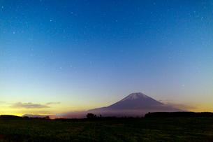 富士山と星空の写真素材 [FYI03959745]