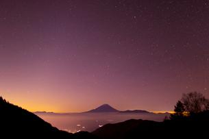 富士山と星空の写真素材 [FYI03959778]