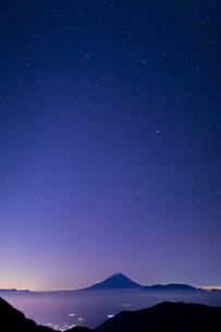 富士山と星空の写真素材 [FYI03959779]