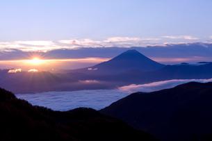 富士山,朝日の写真素材 [FYI03960077]
