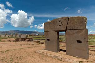 ティワナク遺跡 太陽の門の写真素材 [FYI03960180]