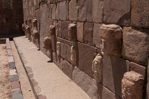 ティワナク遺跡 半地下神殿の写真素材 [FYI03960183]