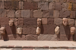 ティワナク遺跡 半地下神殿の写真素材 [FYI03960187]