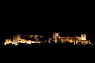 アルハンブラ宮殿 夜景の写真素材 [FYI03961079]