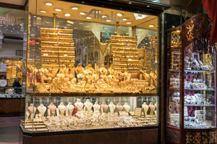 エジプシャンバザール 金製品の写真素材 [FYI03961200]