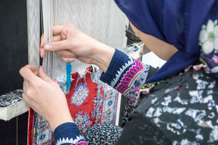 トルコ絨毯を織るの写真素材 [FYI03961230]