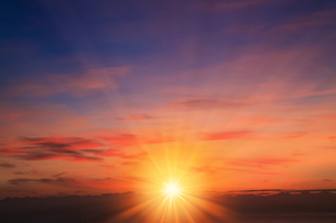 琵琶湖畔からの朝日の写真素材 [FYI03961347]