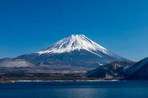 富士山 本栖湖の写真素材 [FYI03961375]
