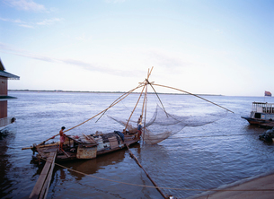メコン川の四手網漁の写真素材 [FYI03961699]