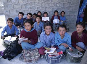 学習する小・中学生 インドの写真素材 [FYI03961710]
