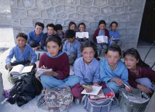 学習する小・中学生 インドの写真素材 [FYI03961711]