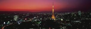 東京タワーと東京都心夕景 10月  東京都の写真素材 [FYI03962462]