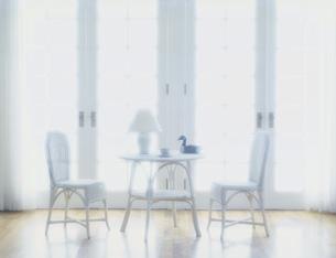 窓辺のテーブルセットの写真素材 [FYI03962610]