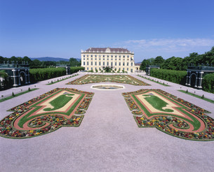 シェーンブルン宮殿の皇太子の庭の写真素材 [FYI03964796]