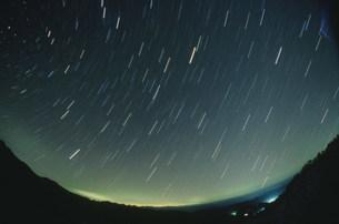 星々の軌跡の写真素材 [FYI03966554]