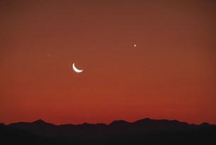 月と金星 夏の写真素材 [FYI03966555]