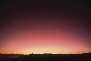 朝焼けと金星 春の写真素材 [FYI03966557]