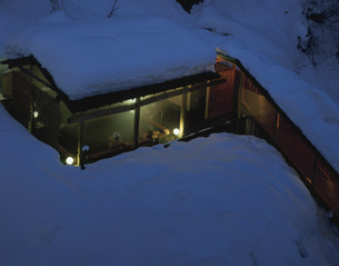松之山温泉 雪の千歳館露天風呂の写真素材 [FYI03968386]