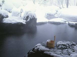 冬の露天呂   湯ノ小屋温泉の写真素材 [FYI03968724]