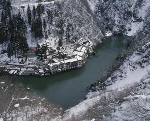 庄川と大牧温泉の写真素材 [FYI03969231]