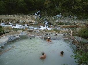 五色の湯旅館露天風呂の写真素材 [FYI03969895]
