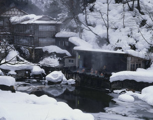 花巻温泉郷 雪の大沢温泉の露天風呂の写真素材 [FYI03969900]